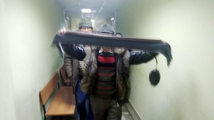 «Меня оговорили»: родные «Серёги», обвиняемого в изнасилованиях в интернате, устроили конфликт в суде