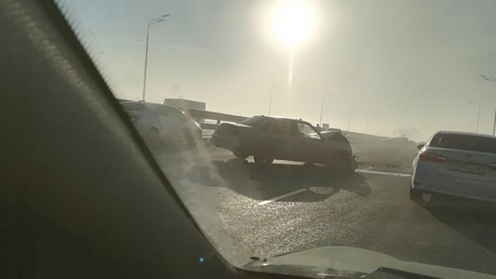 Туман и мороз: на Ворошиловском мосту столкнулись десять машин