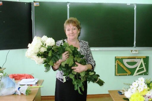 Ученики Людмилы Викторовны до сих пор пишут ей стихи и приносят на кладбище письма и записки