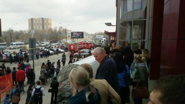 Посетителей торгового центра «Вива Лэнд» срочно эвакуировали из здания