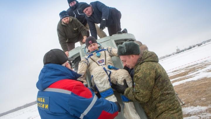 Служащие южноуральской авиабазы будут искать в Казахстане американских астронавтов