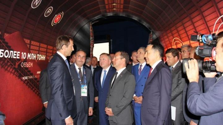 Дмитрий Медведев посетил стенд «Уралкалия» и «Уралхима» на выставке «ЭКСПО-2017»