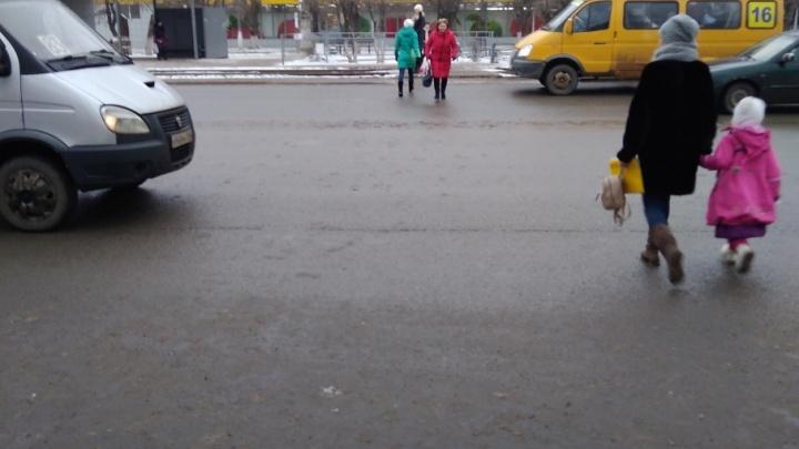 На юге Волгограда пешеходы бросаются под колеса машин