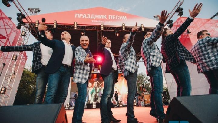 От «Группы крови» до «Рябины кудрявой»: тысячи тюменцев спели хором с легендарным «Хором Турецкого»