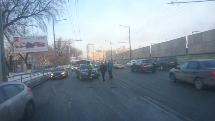 ДТП на Московском шоссе: общественный транспорт встал без движения