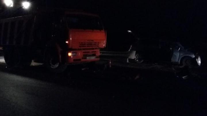 На Лесобазе пьяный водитель иномарки въехал в стоящий КАМАЗ