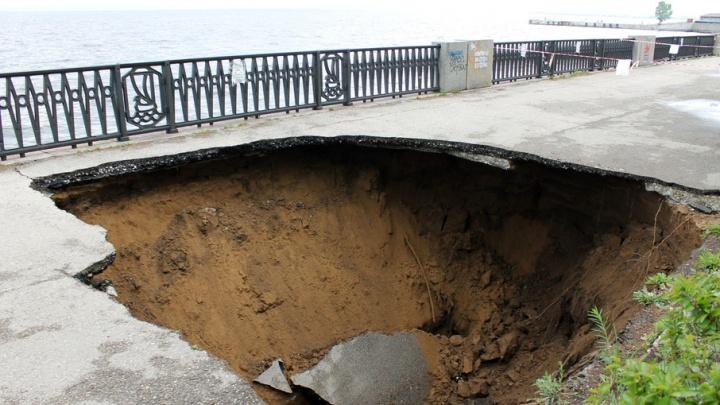 В Тольятти горожанам закрыли доступ на обвалившийся участок набережной