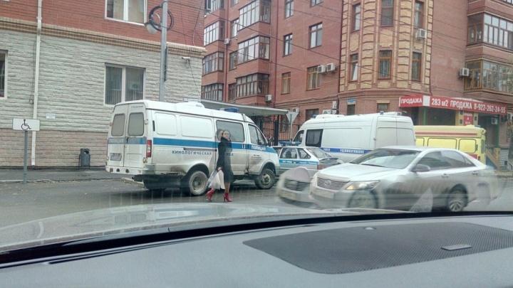 Мусор, ты просто бомба: улицу Володарского оцепили из-за странного свертка