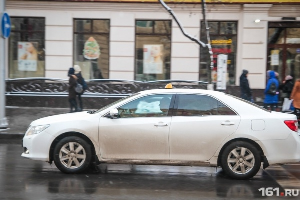 Разрешение на перевозку пассажиров дается водителям такси на пять лет