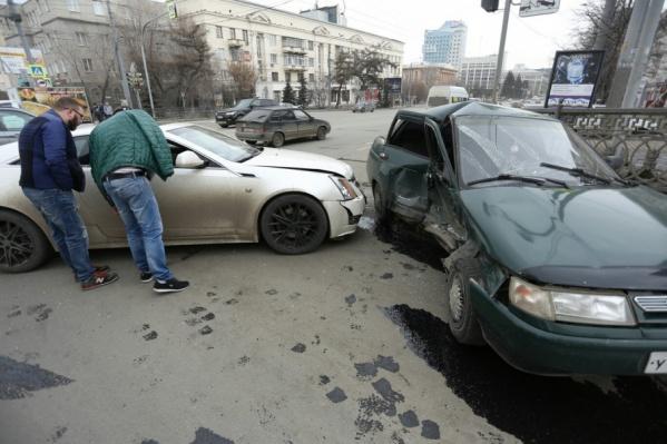 Авария произошла на пересечении проспекта Ленина и улицы Красной