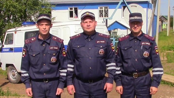 Проявили отвагу: в Прикамье полицейские спасли 20 человек из горящего дома