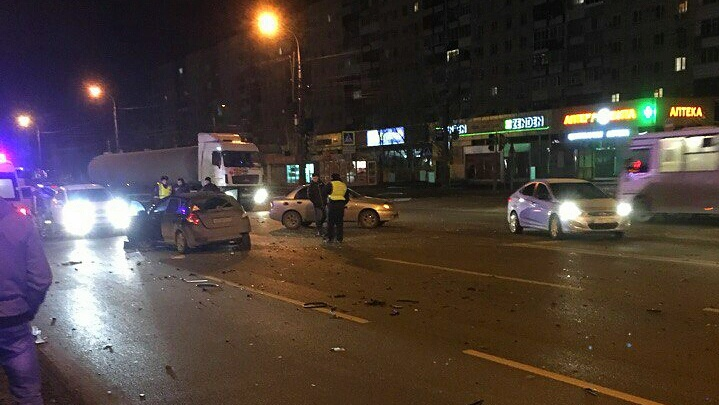В Красноармейском районе Волгограда столкнулись пять машин