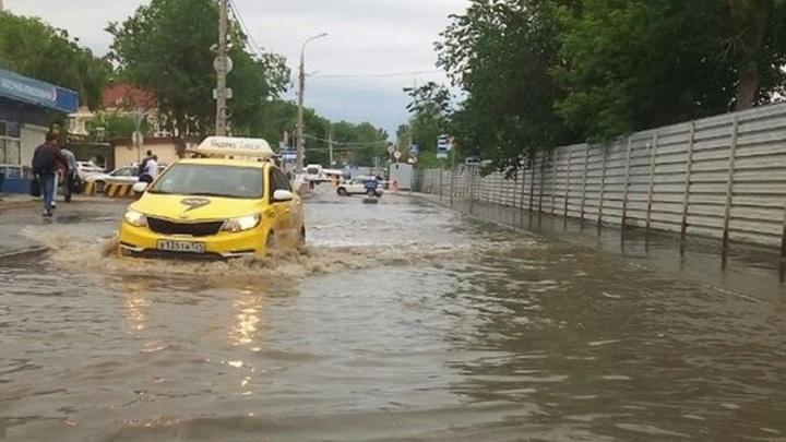 Волгоградский автовокзал «поплыл» из-за коммунальной аварии