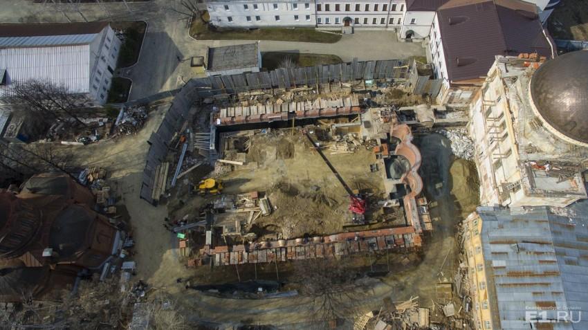 Что осталось на месте здания.