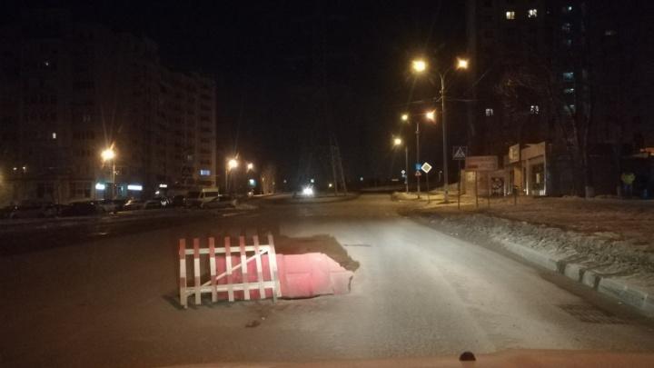 Волгоградские водители из-за открытого люка выскакивают на встречку