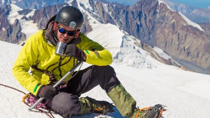 Со сгущёнкой на высоту 5000 метров: тюменец покорил Казбек на пару с приятелем