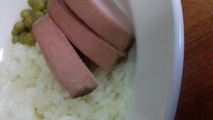 Директора, поваров и медика нижнетавдинской школы накажут из-за пригоревшей колбасы