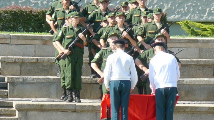 На Мамаевом кургане присягнули в верности Родине 300 военных железнодорожников