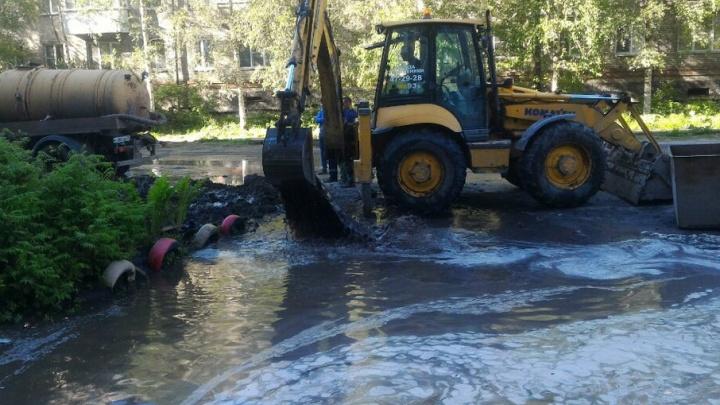 В Архангельске из-за работ «Горсвета» затопило  Новгородский проспект, один дом остался без воды
