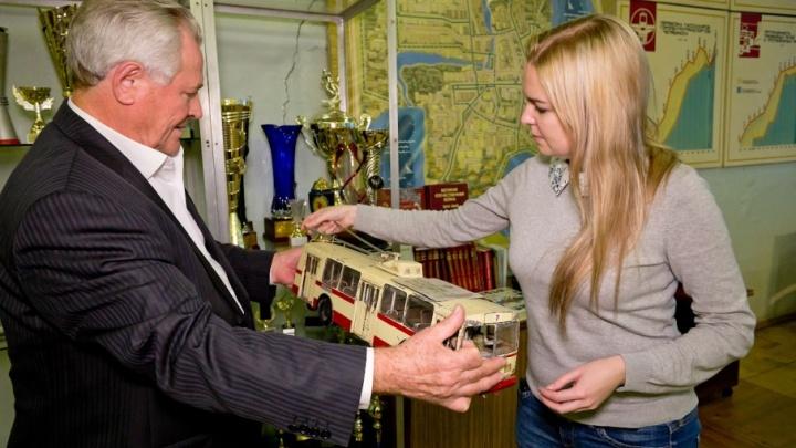От деревянных машин к беспроводным зарядкам: как изменился челябинский троллейбус за 75 лет