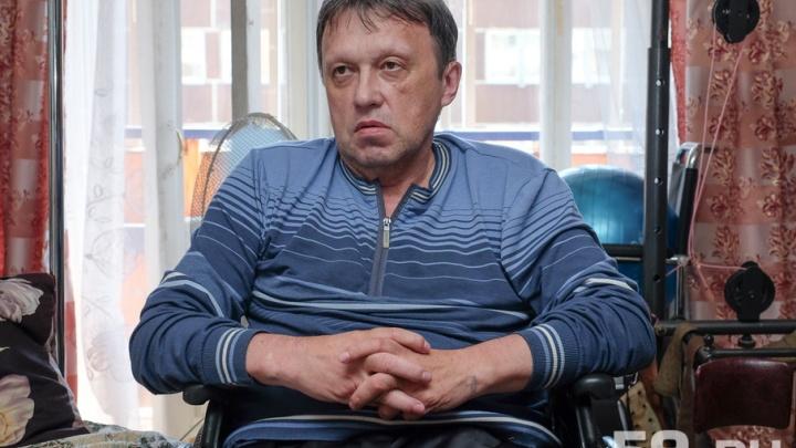 «Мне остается только закрыться и умереть»: в Перми у инвалида-колясочника арестован счет с деньгами