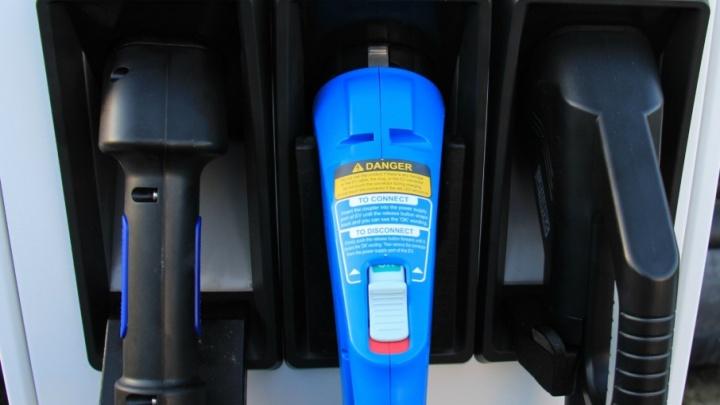 Станции для зарядки тюменских электрокаров появятся на парковках у ТРЦ «Кристалл» и «Сити Молл»