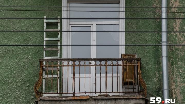 «Был без присмотра»: в Прикамье семилетний мальчик выпал с пятого этажа