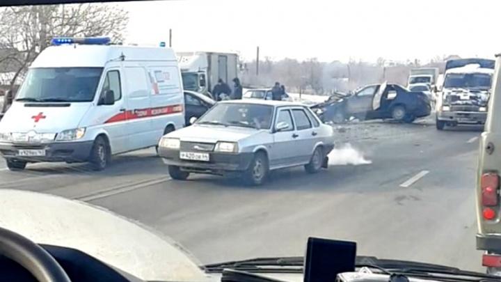 «Десятка» на боку: рядом с Новокуйбышевском столкнулись отечественная легковушка и иномарка