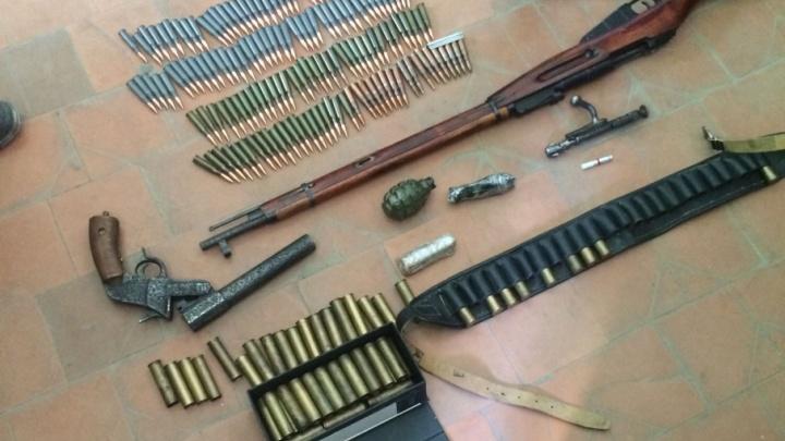 Слесарь-археолог устроил склад с оружием в одной из котельных Волгограда