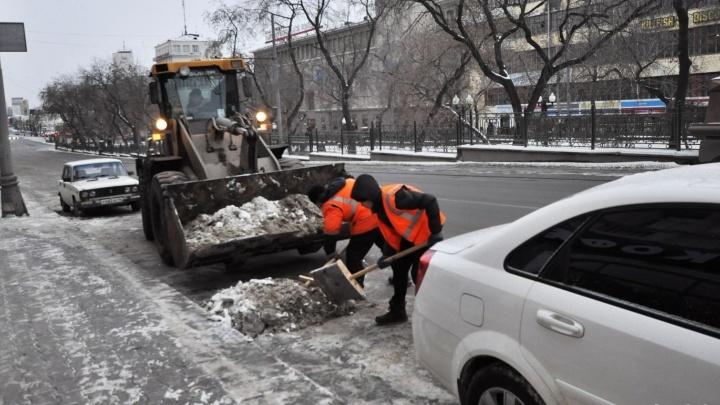 В ГИБДД обвинили дорожные службы Екатеринбурга в плохой уборке дорог и авариях