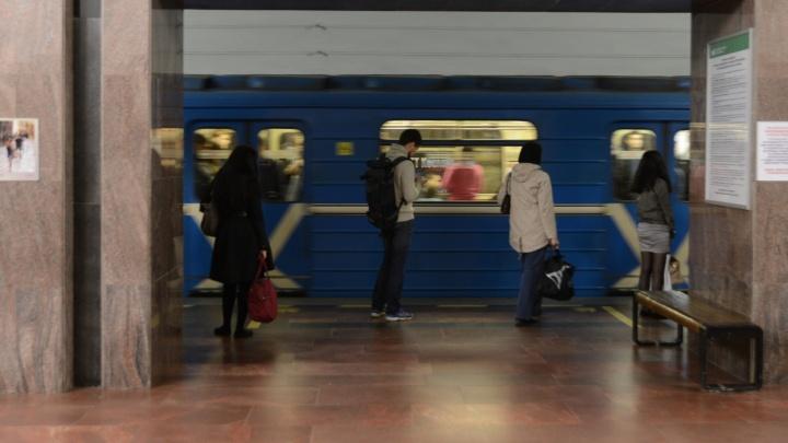 """К концу февраля все поезда в метро Екатеринбурга """"заговорят"""" на английском языке"""