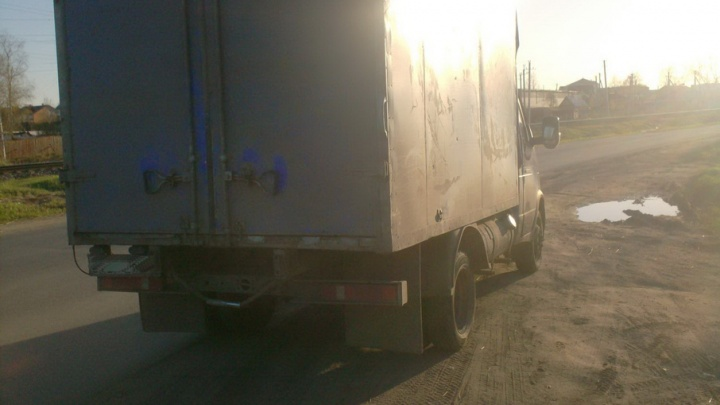 В Котласе водитель грузовика нечаянно сбил сотрудника ГИБДД