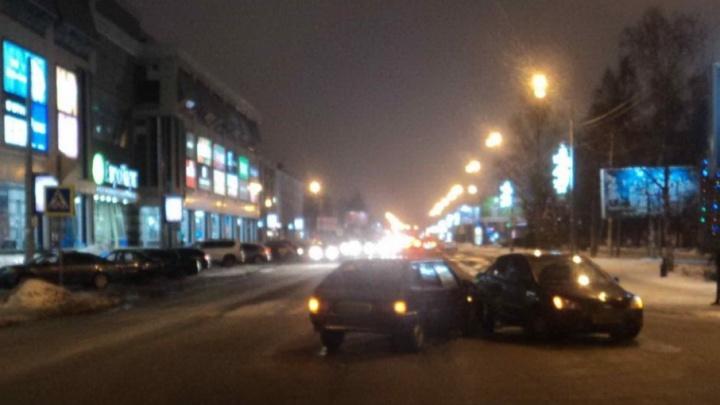 На Троицком проспекте водитель на «Форд-Фокусе» не уступил дорогу «Ладе»