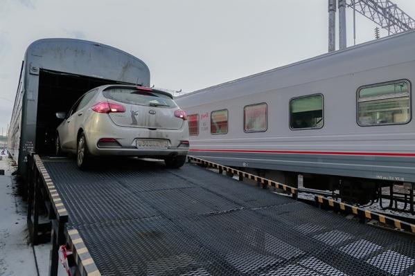 Вагон-автомобилевоз может вместить от 3 до 5 машин