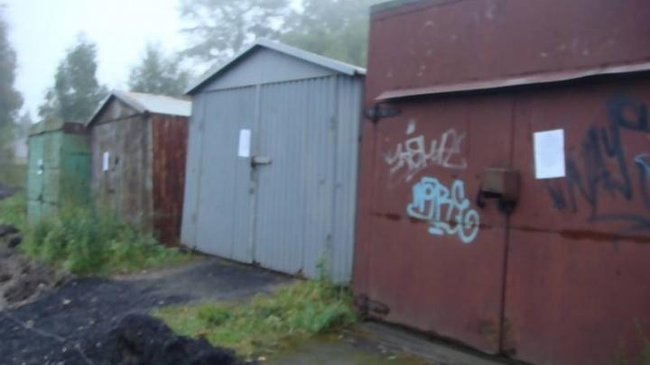 В Майской Горке незаконно установленные гаражи снесут до конца ноября