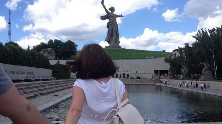 Мамаев курган, купальники, шашлычная и теплоходы: «Следуй за мной» по-волгоградски