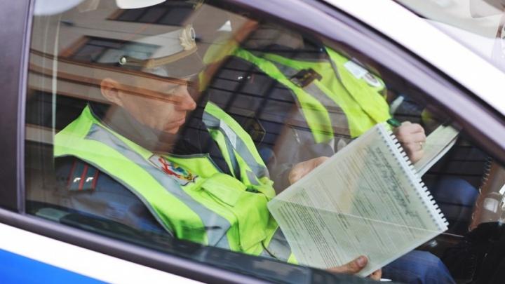 Инспекторы ДПС поймали под Тюменью двух водителей с поддельными правами