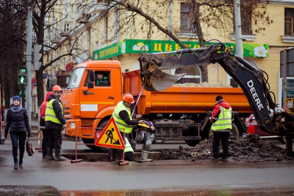 В Ярославле подрядчик начал работать горячим асфальтом вместо литого
