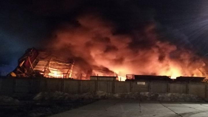 Дознаватели назвали возможные причины пожара на складе завода «Тюменьремдормаш»