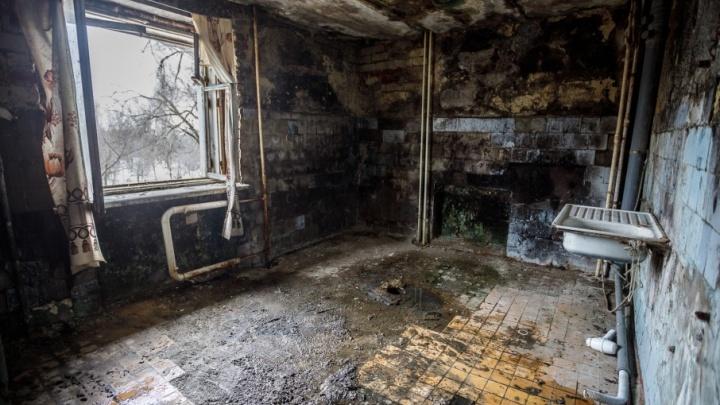 Жуткое общежитие на севере Волгограда может рухнуть, не дождавшись конца капремонта