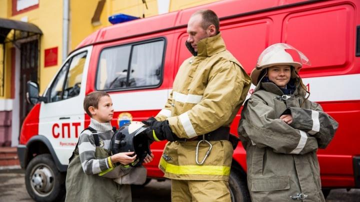 Мой папа — пожарный: дети спасателей сходили на работу в пожарную часть
