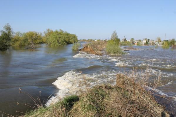 Дамба в районе садового товарищества «Энергетик» не выдержала высокого давления воды