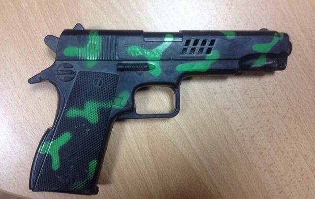 Тюменские полицейские нашли хулиганов, размахивавших пистолетом из окна «семёрки»