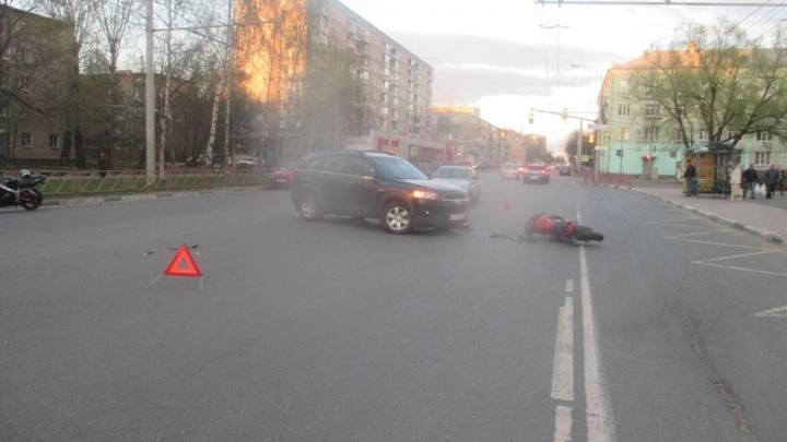 В Ярославле иномарка сбила мотоциклиста: водитель в больнице