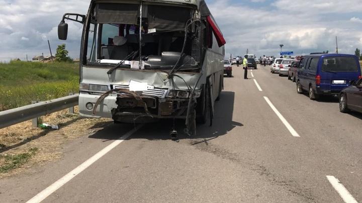 Число погибших в аварии с двумя автобусами увеличилось до четырех
