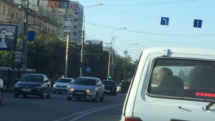 Главные магистрали Волгограда застыли в утренних пробках