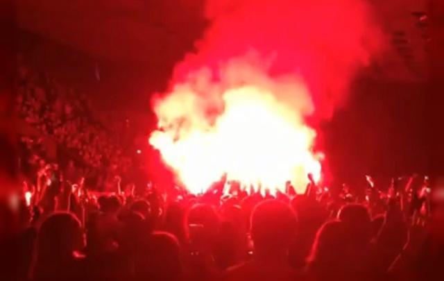 «Было трудно дышать»: фанатов Макса Коржа накажут за фаеры на концерте в Челябинске
