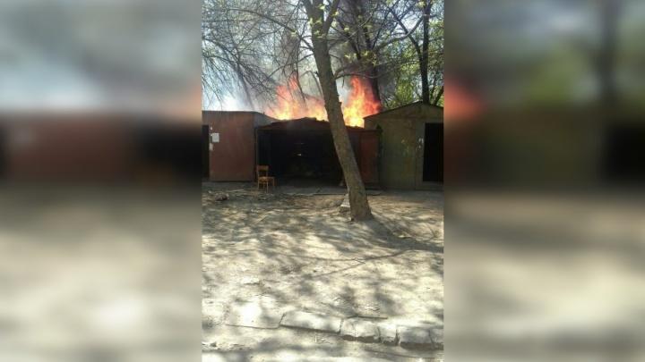 В Самаре на Гагарина горели гаражи