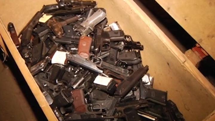 В Самаре полиция отправила в печь 3,5 тысячи ружей и пистолетов