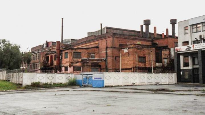 Работников челябинского завода эвакуировали из-за звонка анонима